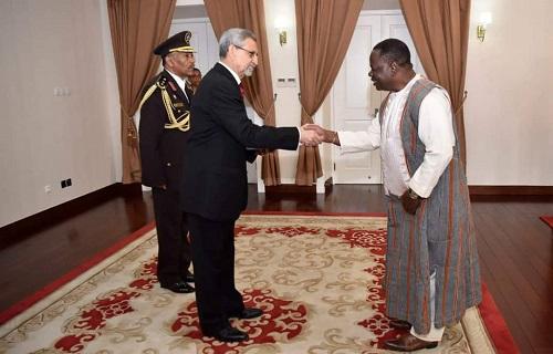 Burkina Faso - République de Cabo Verde: L'Ambassadeur Jacob OUEDRAOGO présente ses Lettres de Créances au Président Jorge Carlos De Almeida FONSECA